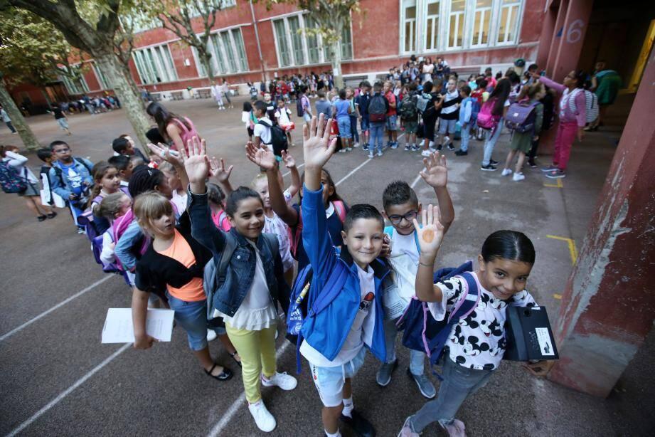 A l'école Saint-Roch, les enfants ont découvert leurs classes et les nouveaux dispositifs mis en place par la Ville.