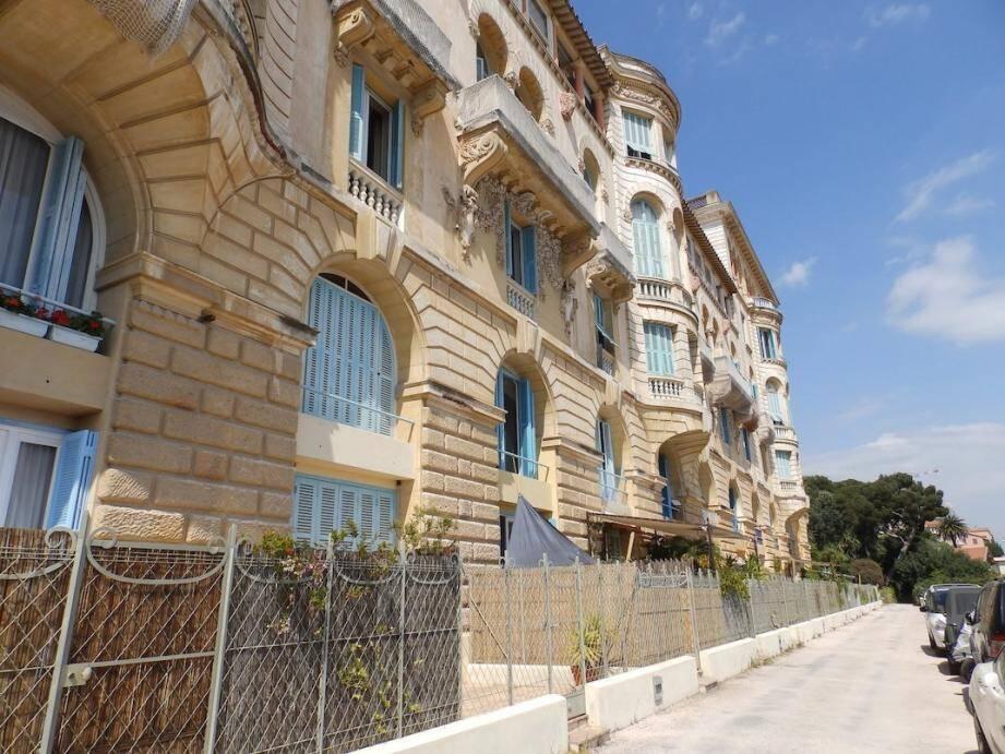 Le Riviera Palace et son jardin d'hiver, un joyau de la Belle Époque.
