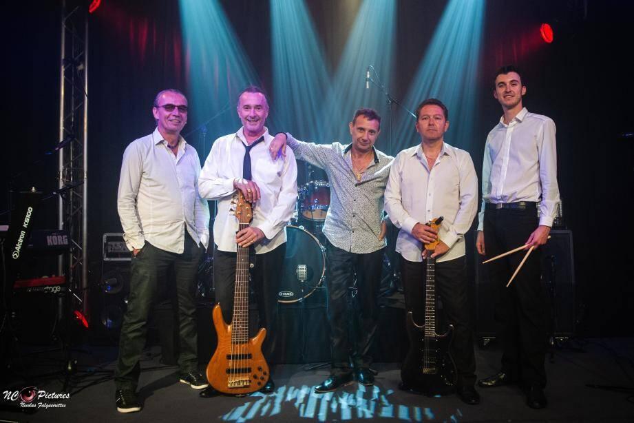 Pascal Palomba (au centre), accompagné par ces musiciens, dédie son spectacle aux six « Michel  » de la chanson française. (DR)