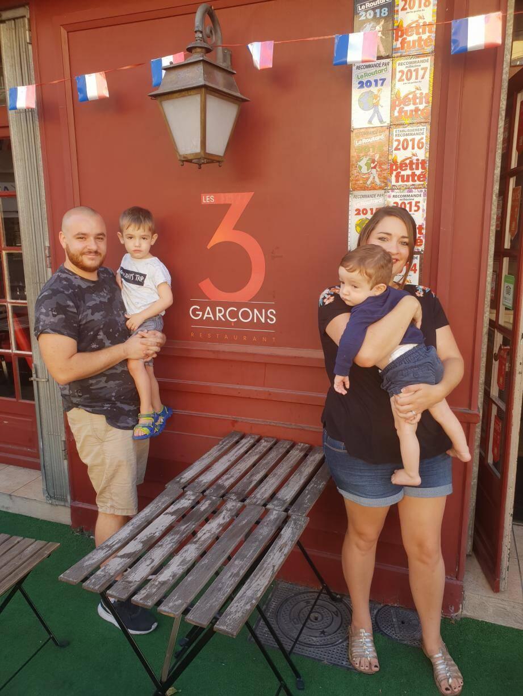 Après huit ans à Grasse, Jean-Pierre Borivant et sa petite famille, Alexia, Milo et Angelo, partent vers de nouvelles aventures sur les routes du Vieux Continent, avant de commencer une nouvelle vie à Québec.