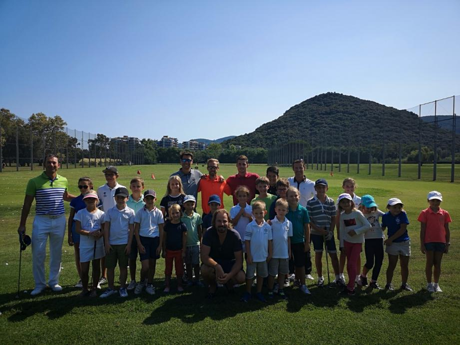 Victor Dubuisson a fait le bonheur des jeunes passionnés de golf du Old Course Academy.DR