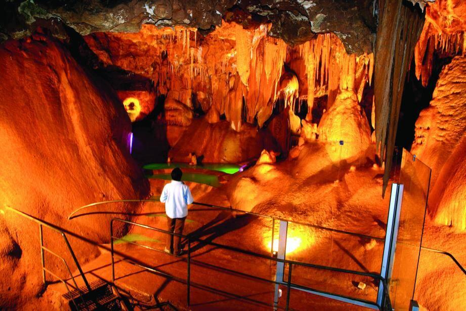 Beaucoup d'images et de films à découvrir sur le milieu souterrain de Saint-Vallier et Caussols (ici la Baume obscure) aujourd'hui de 9 h 30 à 20 h à l'espace du Thiey. (DR)