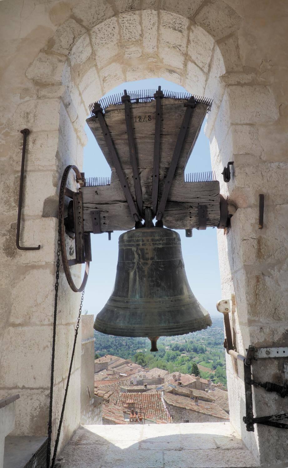 Une souscription a eu lieu pour la restauration des cloches de la collégiale de Saint-Paul-de-Vence.