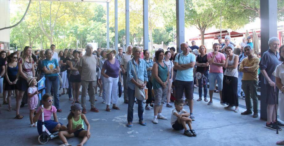 Face au cataclysme planétaire attendu, de nombreux Mouansois mobilisés.(photo D.G.)