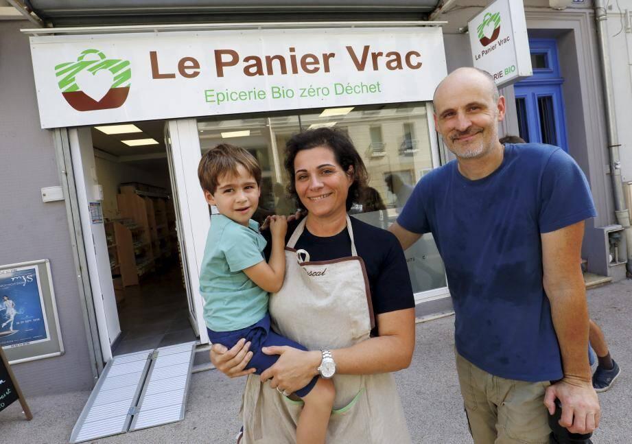 Cette nouvelle aventure familiale a démarré le 3 septembre à l'ouverture du Panier Vrac dans le quartier République.