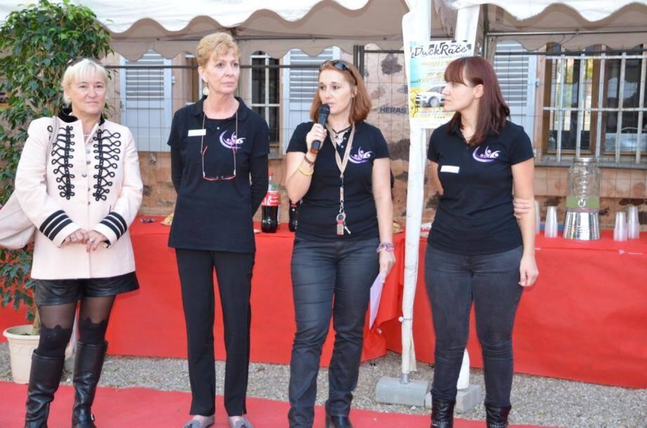 Emmanuelle Tarquini au micro lors du lancement de l'association.
