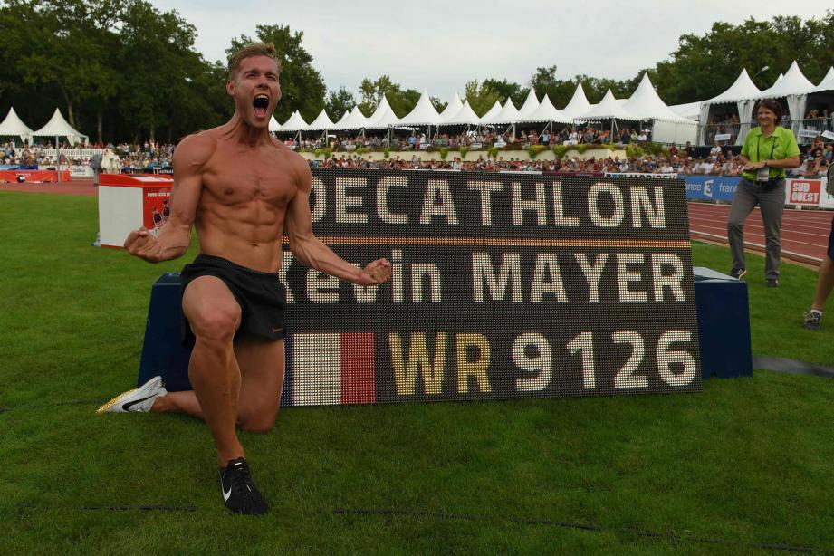 Mayer a réussi l'exceptionnel total de 9.126 points, devenant le 3e athlète à franchir la barre mythique des 9.000 points au décathlon (après l'Américain Ashton Eaton et le Tchèque Roman Sebrle).