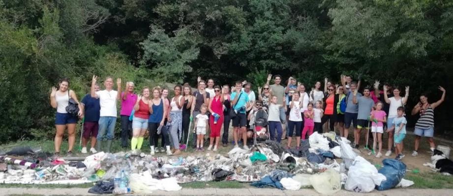 Une belle «collecte» de déchets réalisée par la joyeuse bande de bénévoles.