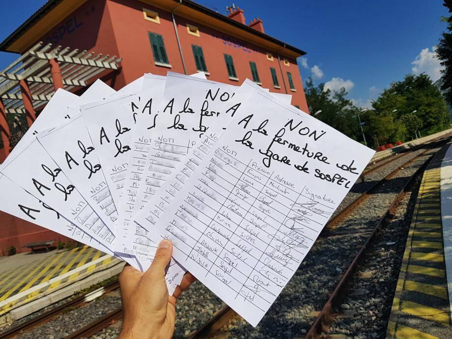 A Sospel, la pétition manuscrite a récolté 700 signatures en quelques jours. Une fois le seuil des mille atteint, elle sera remise à la députée.
