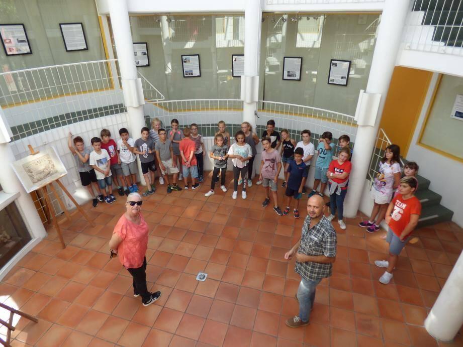 Le CM2 de Mme Garacci, venu de l'école Marcel-Pagnol pour découvrir l'expo hier.