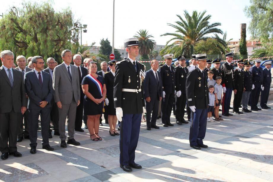 Succédant au commandant Céline Maumy, Nicolas Tasset a pris officiellement ses fonctions aux côtés du colonel Nasser Boualam ; devant élus, représentants des forces de l'ordre, et... enfants.