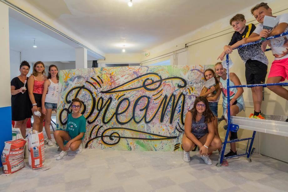 Les jeunes de l'EMJ ont participé  dernièrement à la rénovation des locaux avenue de la Lodola.