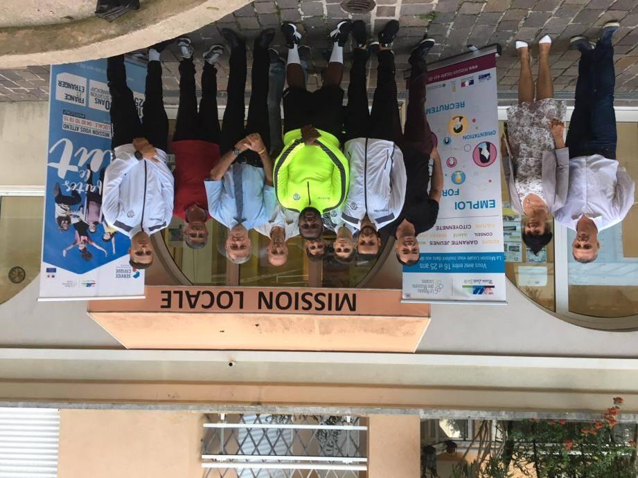 Lundi, Salim, Walid et Yanis, joueurs et éducateurs du football Club de Beausoleil, ont paraphé le contenu de leur « mission », en en présence des personnalités à la Mission locale.