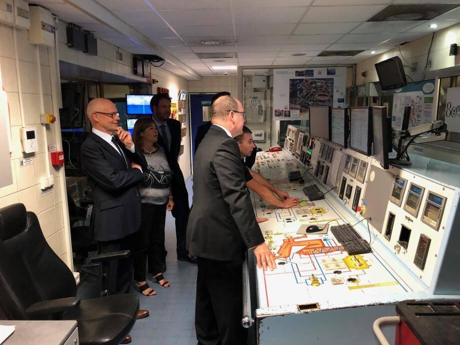 Le prince Albert II a été accueilli par Thomas Battaglione, président délégué et Alexandre Morin, directeur de l'usine.