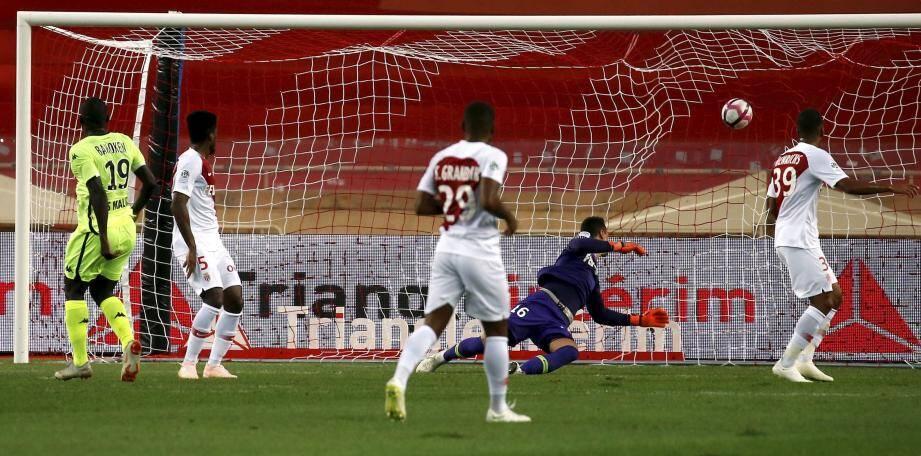 Bahoken vient d'ouvrir le score : Monaco ne reviendra pas et signe un début de saison calamiteux... La faute à qui ?
