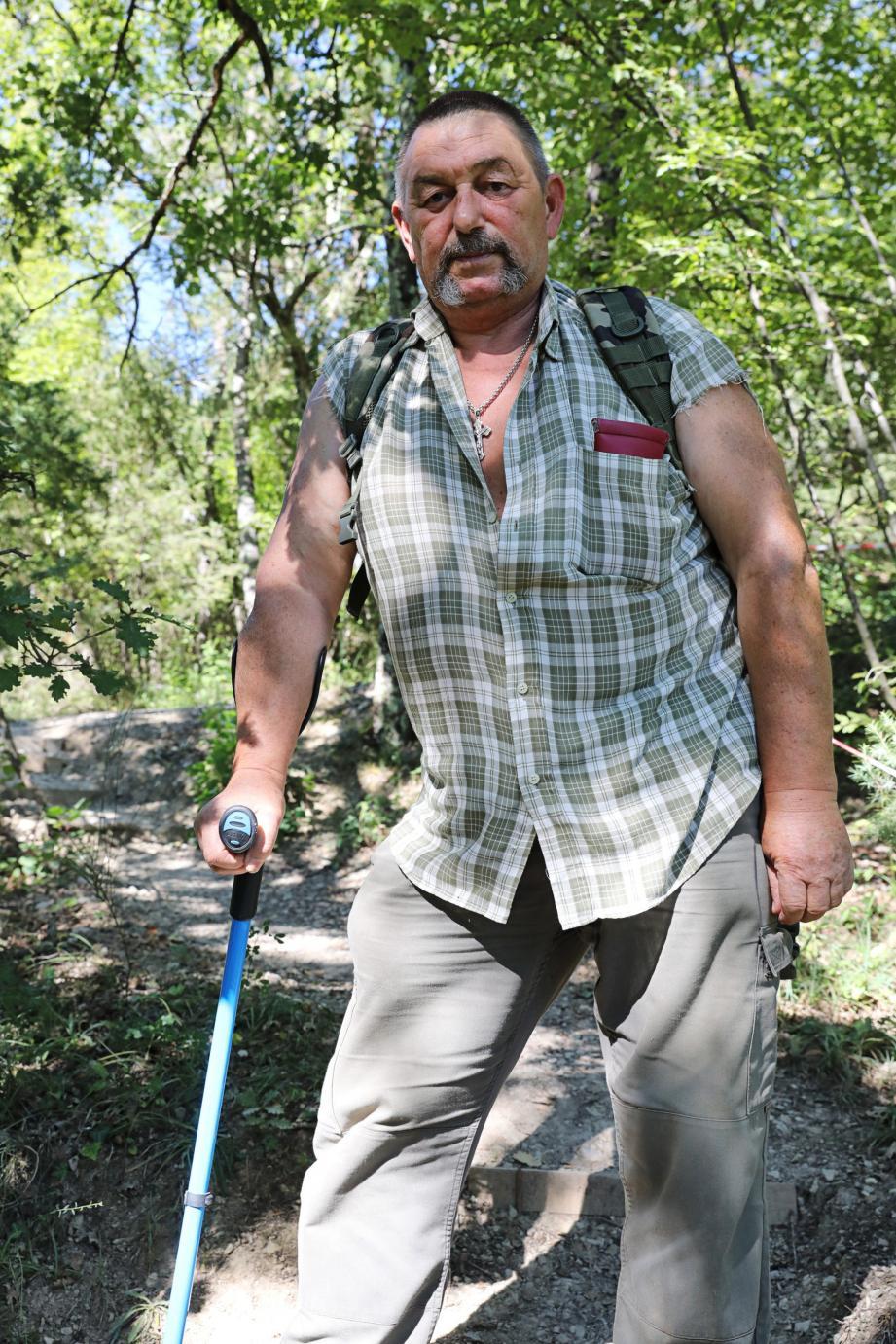 « J'ai été blessé d'avoir, tous les jours, et souvent deux fois par jour, traversé ce sentier de montagne avec trois ou quatre kilos de course à porter. »