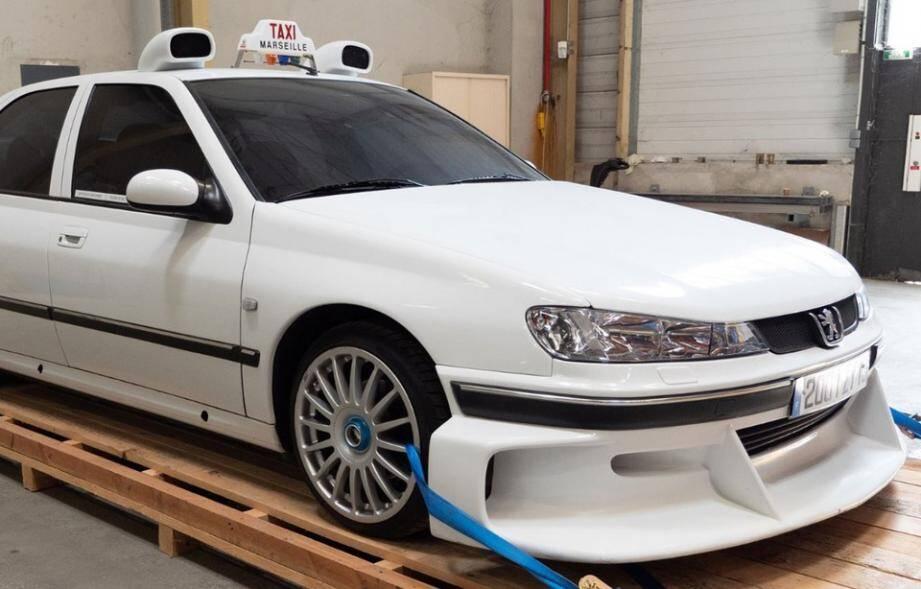 La 406 de Taxi 2 sera vendue aux enchères le 16 septembre prochain.