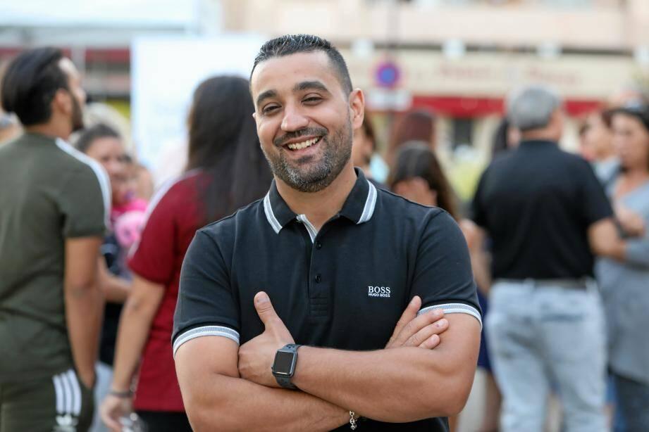 Ce vendredi, Karim Dahou a été honoré. Il a reçu une médaille de la Ville.