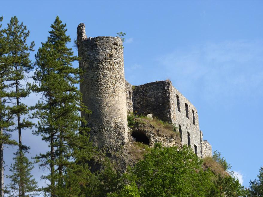 Le Château de la reine Jeanne à Guillaumes.