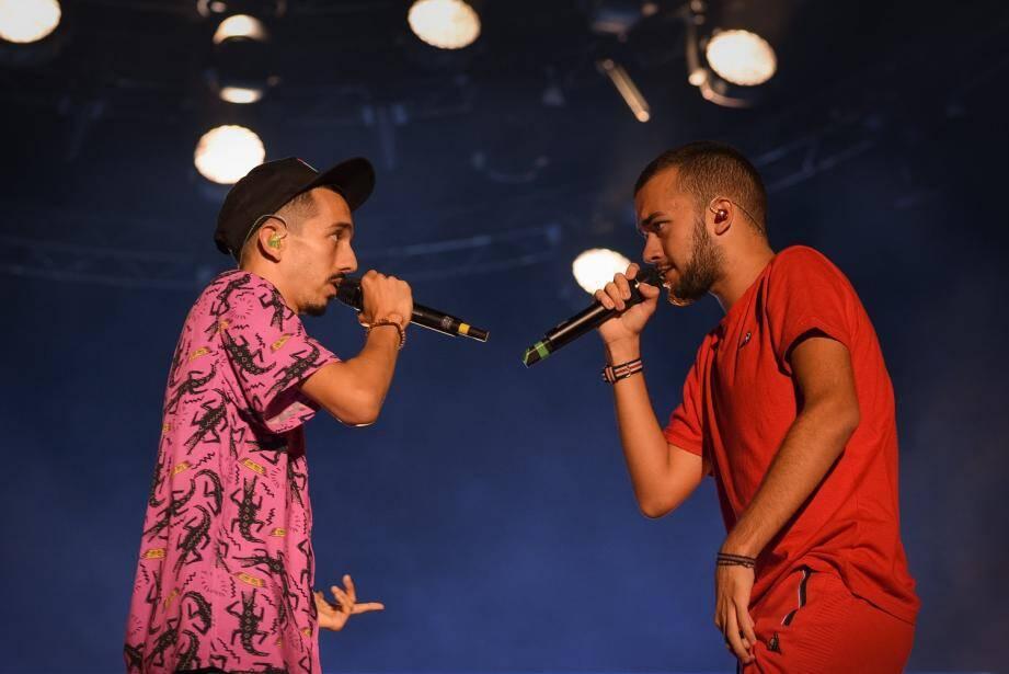 Bigflo et Oli pendant leur concert le 12 août à Cannes.