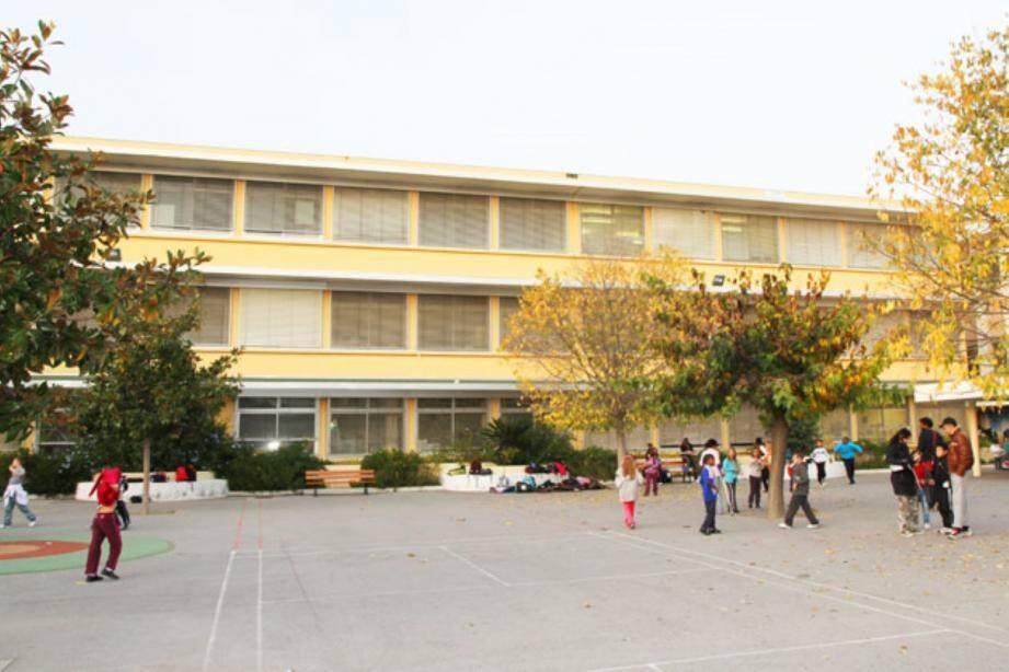 C'est la grogne à l'école René-Goscinny qui déplore la décision de fermeture de classe alors que la rentrée a eu lieu lundi.