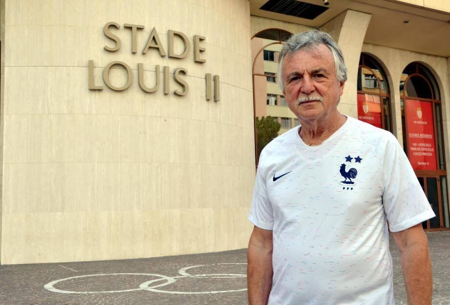 Le septuagénaire et supporter de l'AS Monaco n'a pas pu entrer dans l'enceinte sportive avec son maillot des Bleus.