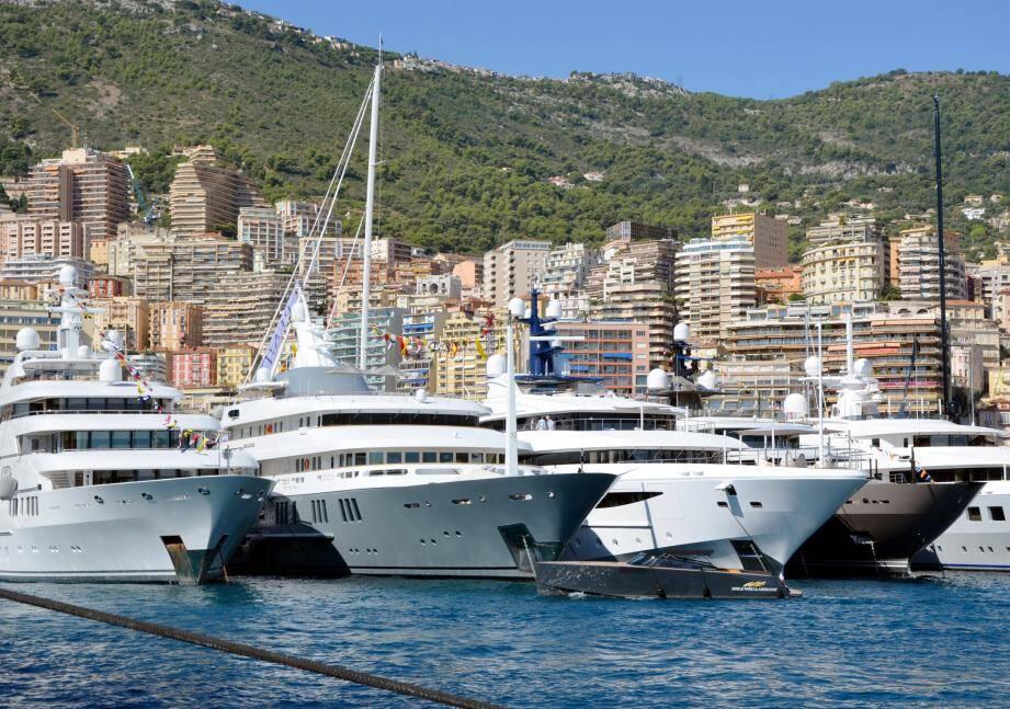 120 super-yachts mouillent jusqu'à samedi au port Hercule de Monaco.