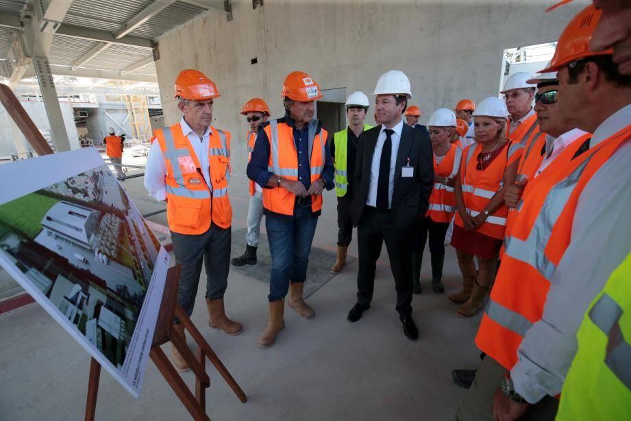"""Vendredi, lors de la visite du chantier de la cuisine centrale, le maire a annoncé le """"zéro plastique à la cantine."""""""