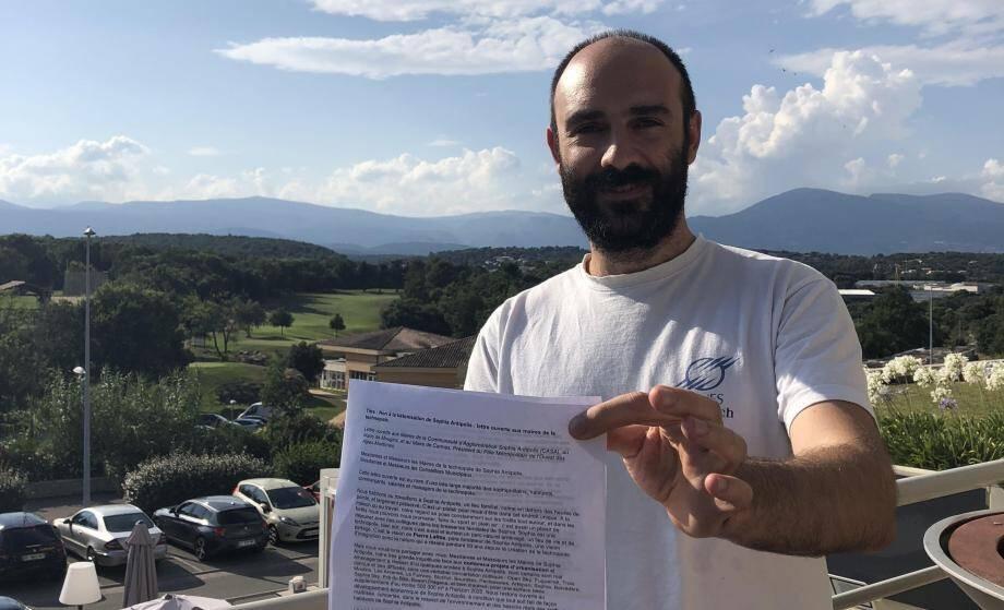 La pétition a été lancée par Claudio Perini, informaticien à Sophia Antipolis.