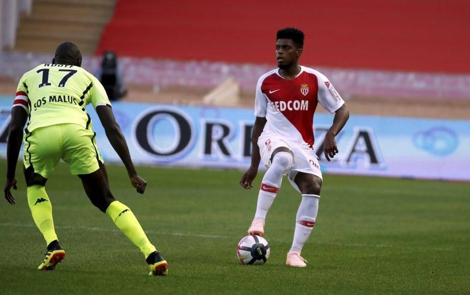 le Brésilien Jemerson est fautif sur le but d'Angers et semble à côté de son football. Ce n'est pas le seul...