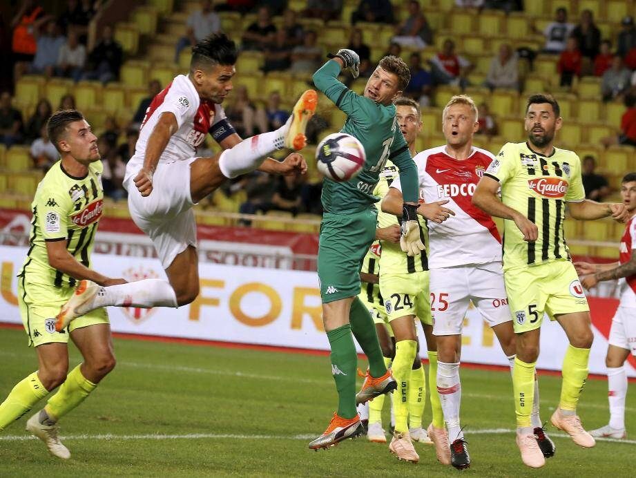 AS Monaco-Angers (0-1).