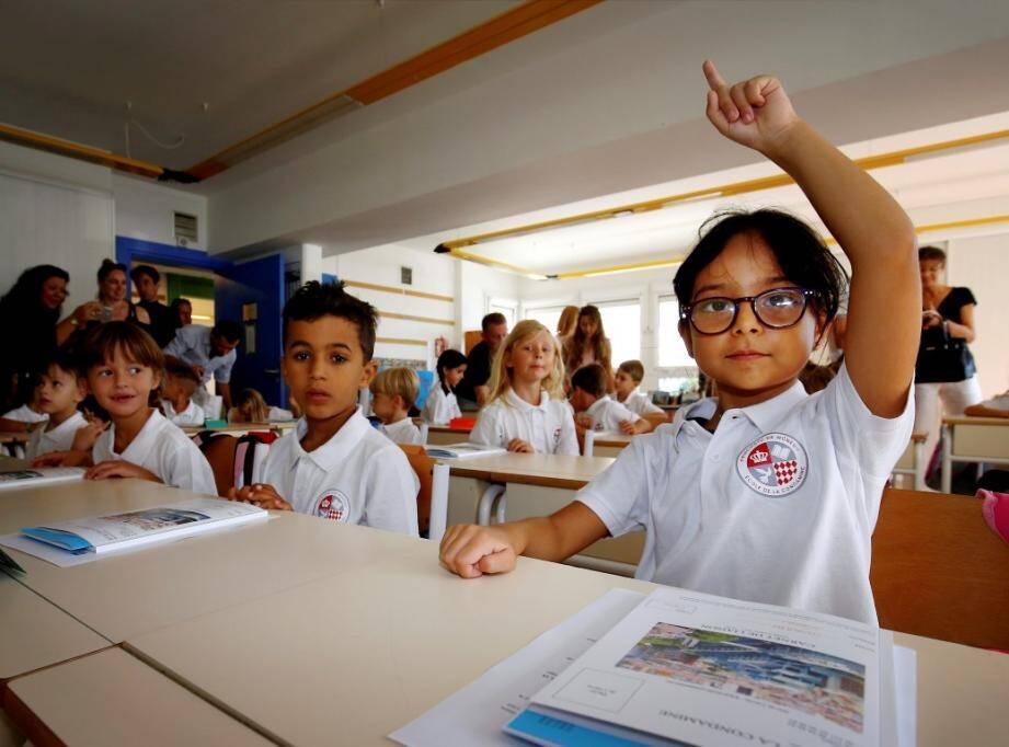 Dans les établissements scolaires de la Principauté de Monaco, l'uniforme est de rigueur.