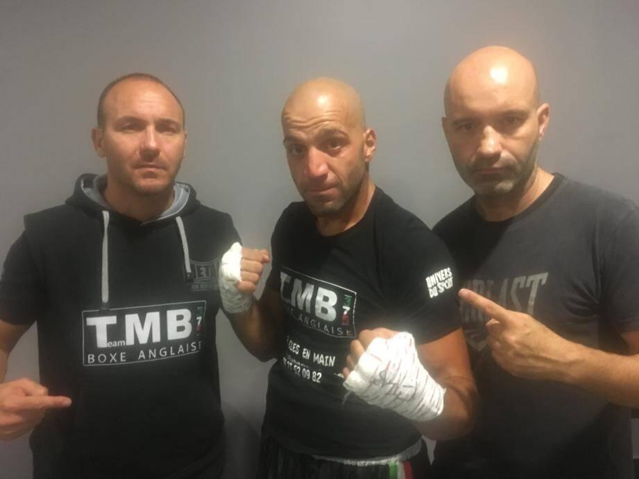 Davide Ferraro entouré d'Eric Angio et Maxime  Brandimarte ses entraîneurs. (DR)