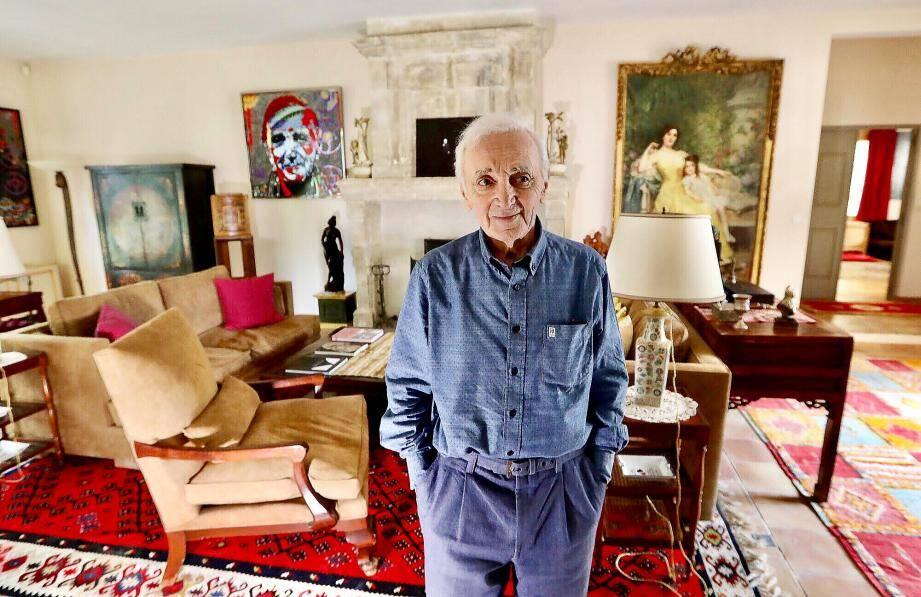 L'interview s'était déroulée au mois d'avril dans sa villa provençale des Alpilles où il résidait durant quatre mois, passant le reste de l'année au bord du Léman, en Suisse.