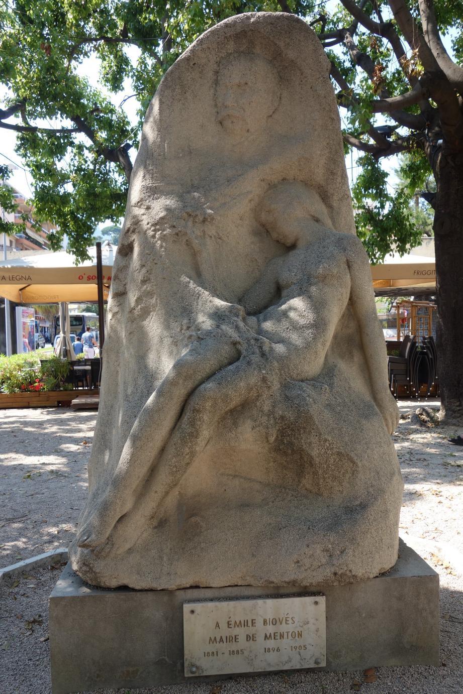 Le monument érigé en hommage à Emile Biovès. (photo JP Frediani)