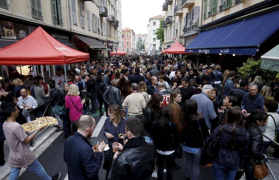 Le 26 avril dernier, la rue Delille était déjà à l'apéro... Rebelote ce jeudi !
