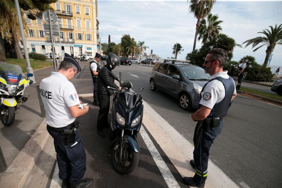 Le contrôle, hier sur la Promenade des Anglais, a particulièrement ciblé les deux roues, les plus touchés par cette mortalité routière.