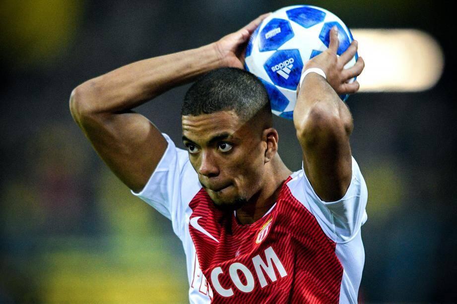 Latéral gauche, latéral droit, défenseur central, Henrichs peut jouer partout.