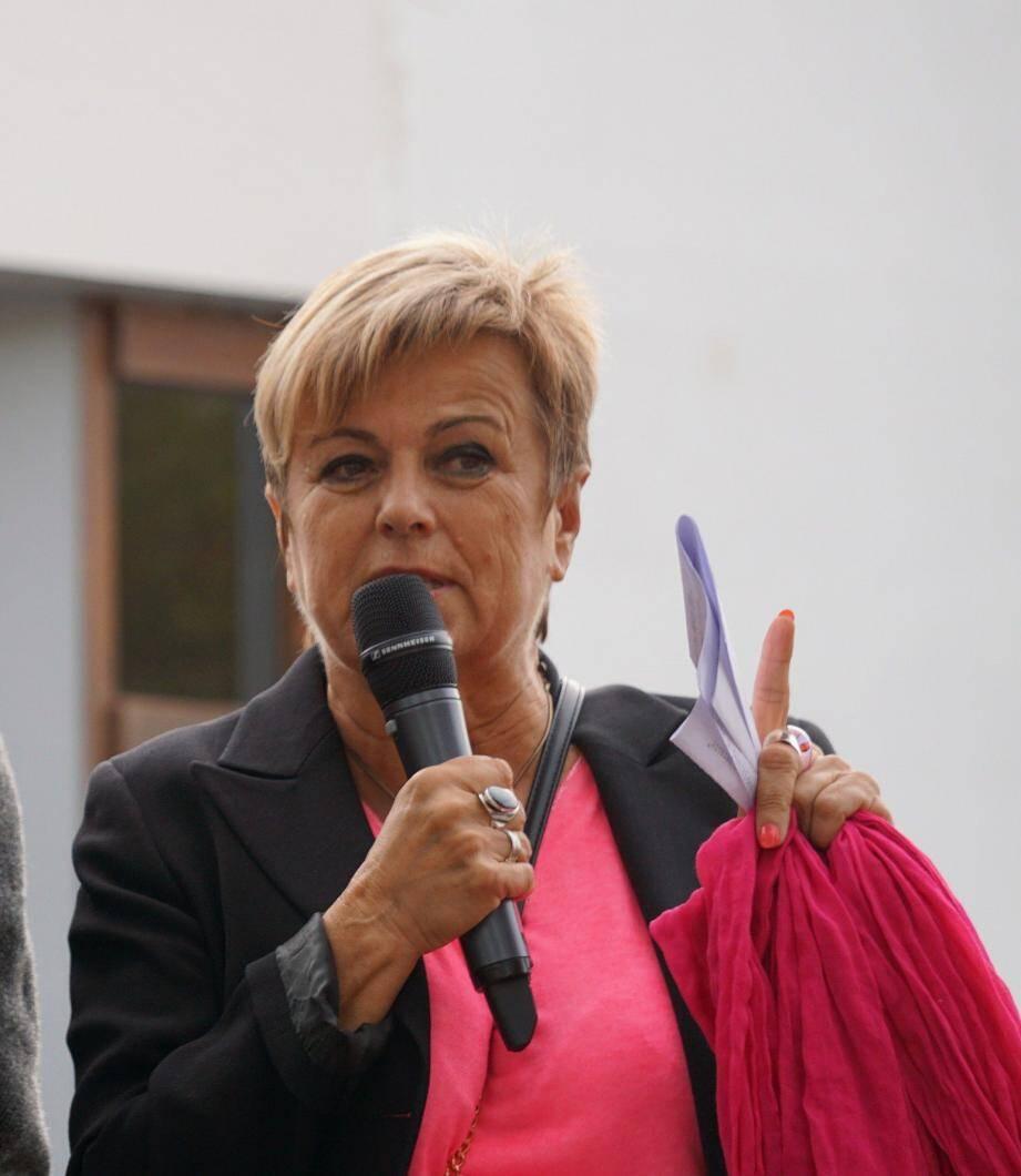 Marie-Louise Gourdon lors du rassemblement des coquelicots alerte sur l'urgence de dire stop aux pesticides.