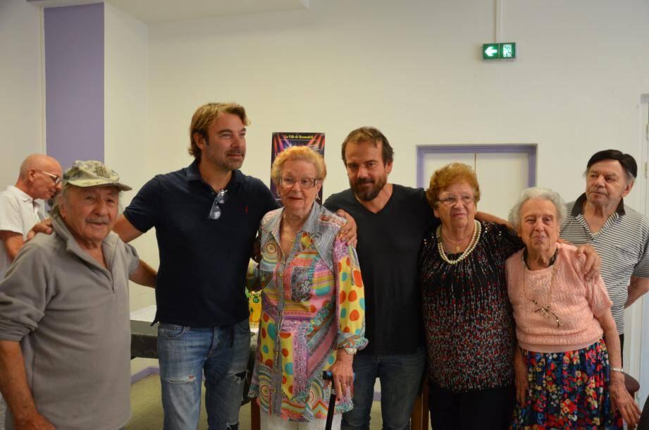 Patrick Puydebat et Stéphane Henon à la rencontre des pensionnaires de la  maison de retraite des Moneghetti.