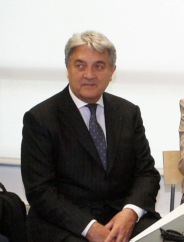 Wojciech Janowski, le gendre de la milliardaire, écoute depuis hier avec l'air hautain qui ne le quitte pas depuis le début du procès les réquisitions de l'avocat général, Pierre Cortès. Elles se poursuivent aujourd'hui.