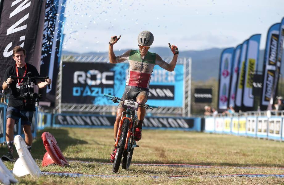 Sous un grand soleil, l'Italien Samuele Porro a remporté hier, le Canyon Roc Marathon (83 km), la course majeure du jour.