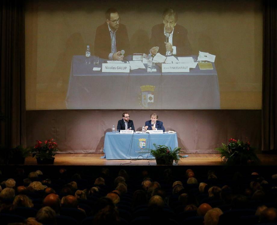 Nicolas Galup et le public ont interrogé Alain Finkielkraut sur le dernier ouvrage qu'il a dirigé : Des animaux et des hommes.