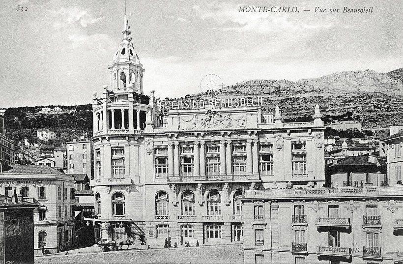 Entre septembre 1914 et octobre 1918, le Palais du Soleil était devenu hôpital bénévole avec 60 lits gérés et financés par la Société des Bains de Mer. Ensuite, devenu célèbre cinéma, il a été démoli en 1976 pour laisser place à l'actuel immeuble Alcazar. (DR)