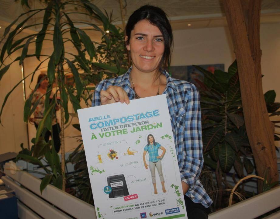 Charlotte Le Boedec du service environnement en charge pour la ville de promouvoir l'opération «avec le compostage faites une fleur à votre jardin».