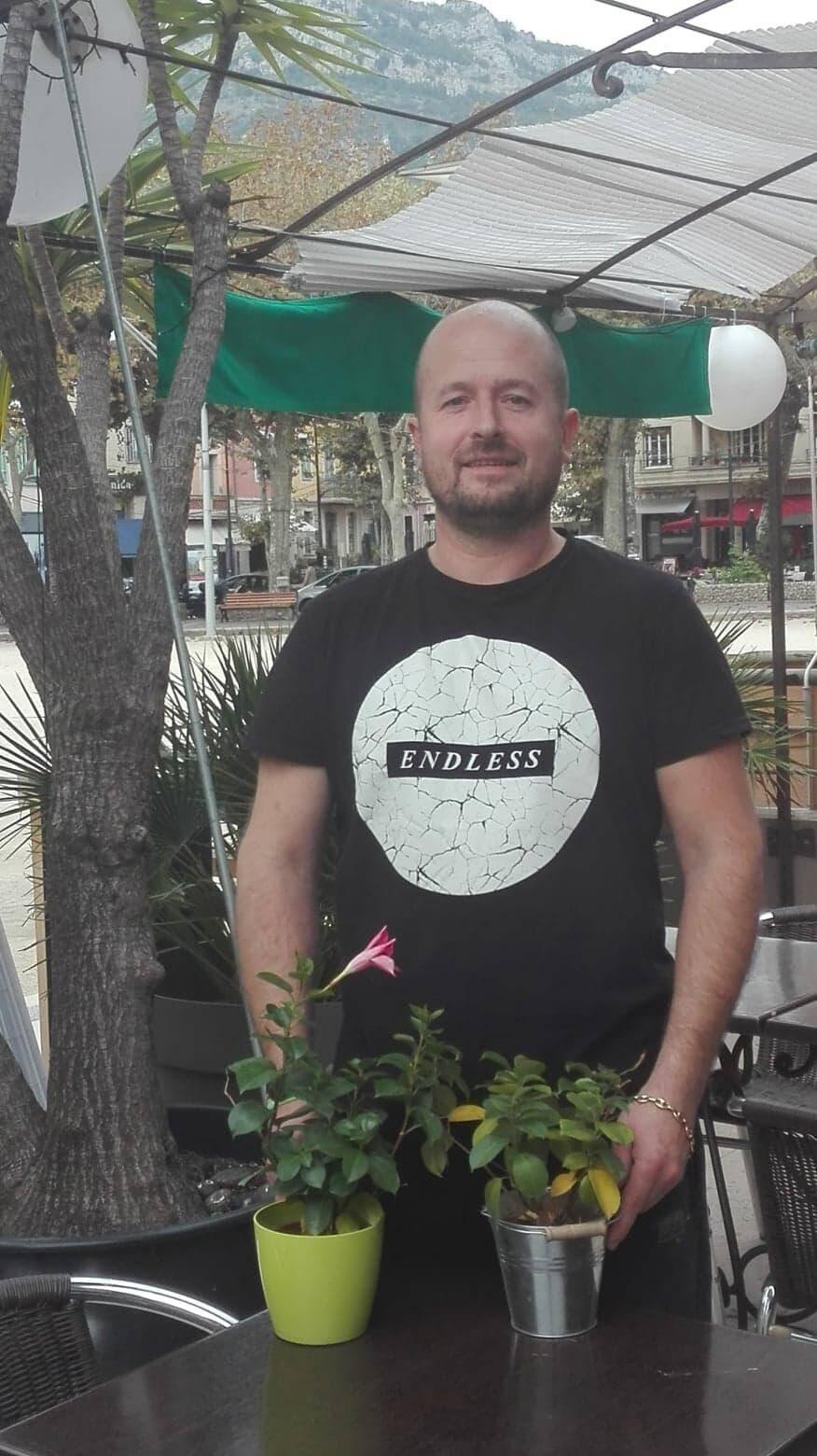 Aliocha Carion, restaurateur de place du Grand-Jardin a lancé la pétition « #nuits du sud 4 ever».   (S. L)