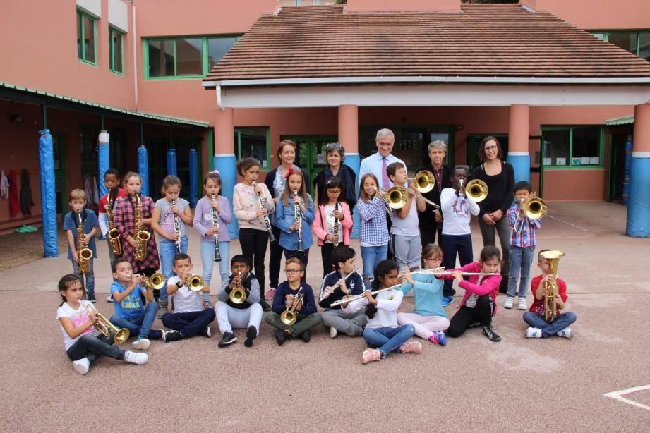 La deuxième classe orchestre de l'école des Copains a fait sa rentrée musicale avec la distribution des instruments aux 22 élèves. Des instruments cofinancés par la Ville et l'association « L'Orchestre à l'école ».
