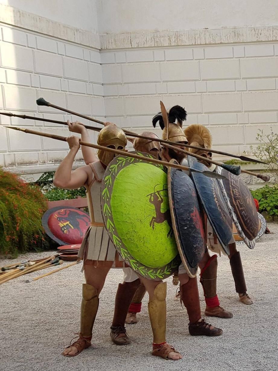 Les terribles phalanges grecques envahiront les jardins de la villa Kérylos, dimanche.