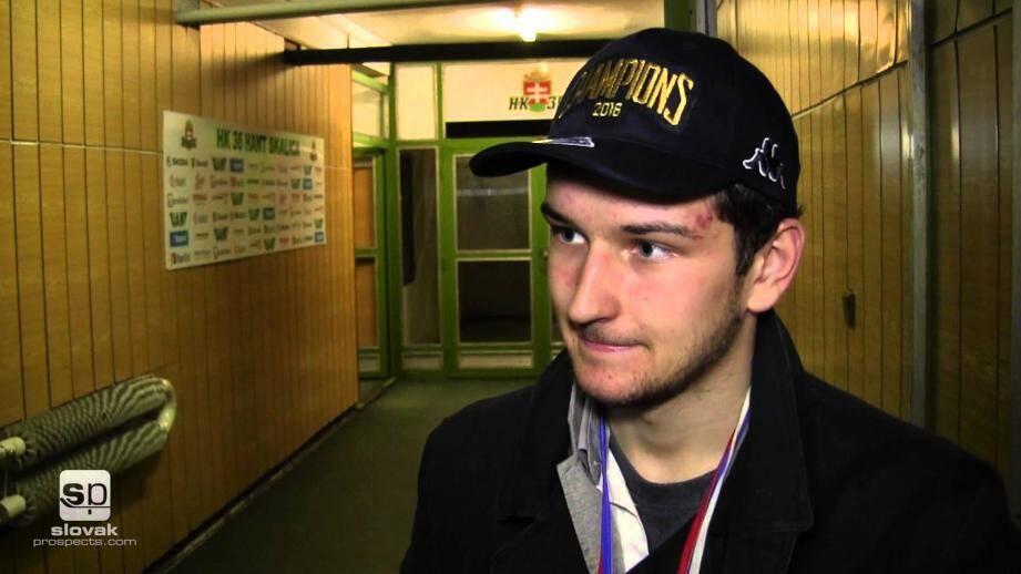 Pour pallier les blessures de Vondracek et Pertillä au centre, le NHE s'est fait prêter le jeune Slovaque (20 ans) jusqu'à la fin de la saison.  (Capture d'écran Youtube)