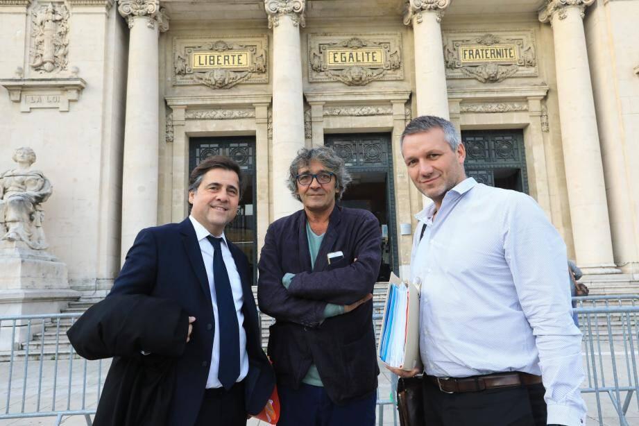 Mes Rémi-Pierre Drai et Olivier Rosato, entourant Rudy Ricciotti, ont dénoncé hier un deux poids deux mesures dans la procédure qui vise leur client.
